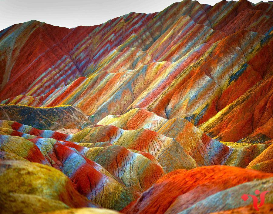 Цветные скалы Чжанье Данксиа